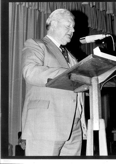 Ron Harrison (OAM) at a TAFE presentation. Photogrpahy courtesy of Jeanette MacGregor