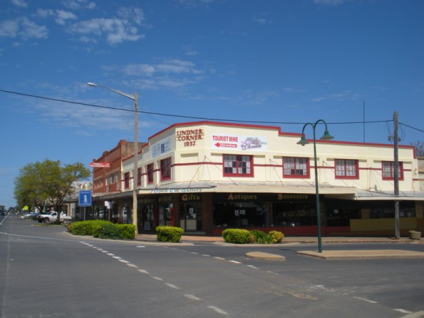 Lindner Corner. The building now houses the Information and Craft centre. The main street, Caswell Street, is on the left of the building with Mingelo Street running from left to right in this photograph. Source: Peak Hill website