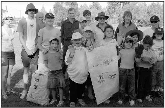 The community comes together to clean up the neighbourhood during Clean Up Australia Day 2006. Source: Parkes Champion Post Friday March 10, 2006 page 5 (pdf version available via Parkes Library)