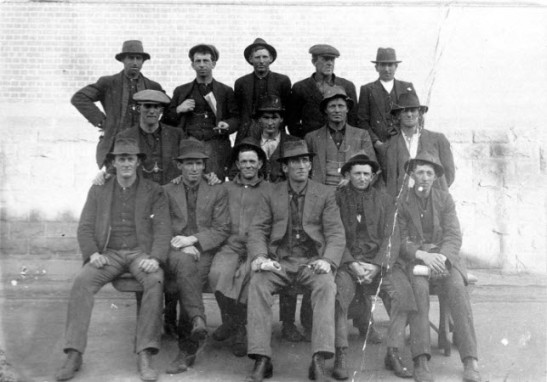 The generosity and determination to help during a crisis was demonstrated by these men leaving Parkes to go to Sydney. The NSW General Strike (which was more than a general strike and actually spread further than just NSW) saw key industries almost shut down. This photograph highlights again that country assists city in many ways, especially during a crisis. Front row (left to right): Jeff Nelson, Sandy Allison, Jack Oliver, Jim Milthorpe, Frank Bird, Jack Martin. Top row, second from right: Alf Knight. All other names not recorded. Source: State Library Archives