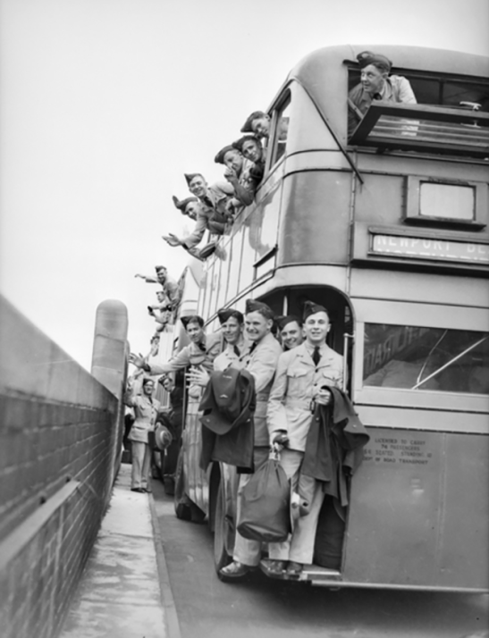 Photograph of RAAF trainees leaving Bradfield Park for further training in Canada, 1940. Source: Living Local Guide website