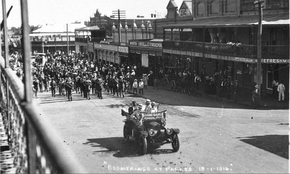 The Boomerangs as they marched into Parkes before heading to Daroobalgie on their way to Bathurst. Source: Flickr.com website found at https://www.flickr.com/photos/statelibraryofnsw/6003775047